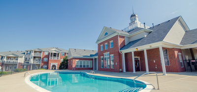 Outdoor pool at Champion Farms in Louisville, KY